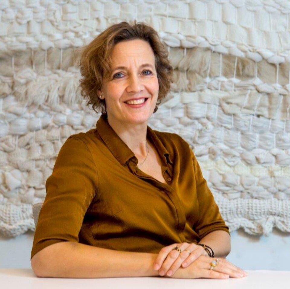 Charlotte E. Dingemans